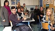 Grafinger Schülerinnen und Schüler zusammen mit Lehrerin Petra Köpf