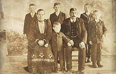 v. vorne Walburga Glas geb. Schorer, Sohn Andreas, Benno Glas, Sohn Simon, v. hinten Söhne Johann, Josef u. Benno Glas
